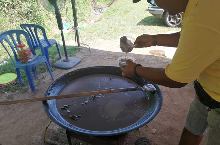 penganan cair panas dodol ongah lubok china 2 min - Penangan Penganan Cair Dodol Ongah, Lubok China - 2