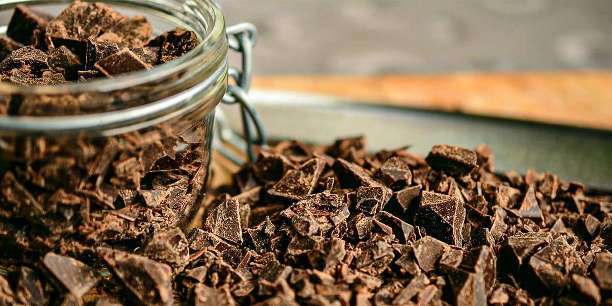 Cara Kempiskan Perut - Makan Coklat Hitam